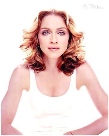 """Madonna: Blackberry'siz uyumuyor!   Madonna Blackberry telefonuyla, eşi de minik bilgisayarıyla uyuyor! Gece aklına gelenleri Blackberry'sine not aldığını söyleyen seksi yıldız, """"Romantik değilsiniz, diyen yanılır. Eminim bizim gibi birçok çift vardır"""" diyor."""